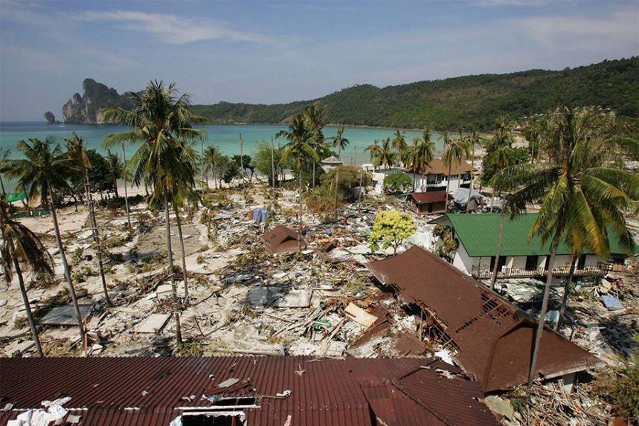 Tsunami 2004 Asian tsunami, Indian Ocean tsunami, Boxing.