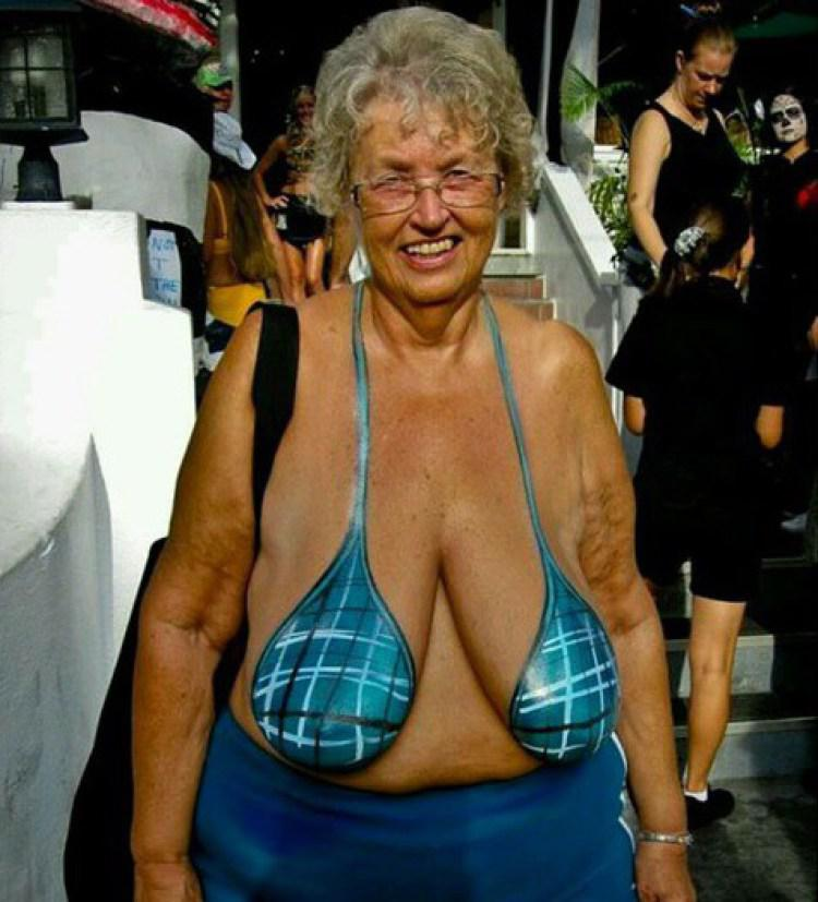 фото самые большие груди старушки