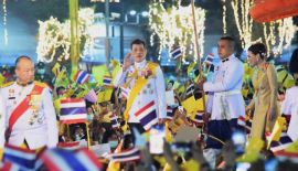 Королевская церемония зажжения свечей в честь Его Величества Короля Пумипона Адульядета Великого