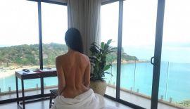 2 миллиона подписчиков Гаянэ Багдасарян следили за ее новогодними каникулами на Самуи. Модель отдыхала на роскошной вилле у самого моря, ночи напролет проводила на вечеринках, а днем нежилась у бассейна