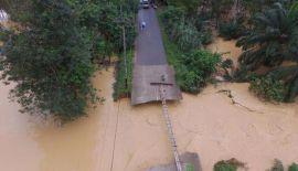 В результате наводнений 1-10 января в 12 южных провинциях Таиланда погибли 25 человек. В зону бедствия входят провинции Пхаттхалунг, Нараттхиват, Яла, Сонгкхла, Паттани, Транг, Сурат-Тхани, Накхон-Сри-Тхаммарат, Чумпхон, Ранонг, Краби и Прчауп-Кхири-Кхан