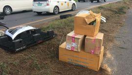 Пикап Kerry Express перевернулся на Bypass Rd. Toyota Hilux Vigo вылетел на разделительную линию, врезался в мачту электропередач и перевернулся напротив магазина Premium Outlet