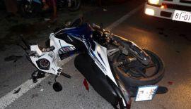 Полиция Пхукета задержала россиянина, устроившего ДТП, по обвинению в управлении автомобилем в нетрезвом виде. Россиянин врезался в припаркованную у тротуара легковую машину, перевернулся и столкнулся с мотоциклом