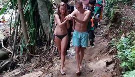 Россиянин сорвался со скал на водопаде Банг-Пэ. Прибывшие на место событий спасатели не обнаружили на теле россиянина ссадин или порезов, однако россиянин не мог пользоваться правой рукой