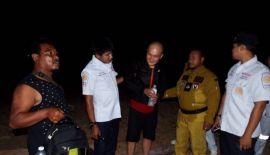 На Пхукете спасли туриста, застигнутого приливом на прибрежных скалах. Поисково-спасательная команда смогла найти и доставить в безопасное место туриста, который пытался дойти по берегу от аэропорта до Патонга, но был застигнут приливом на скалах в самом