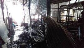 Полиция Патонга начала расследование по факту ночного пожара в торговом комплексе SB Plaza, в результате которого огнем были уничтожены 12 магазинов