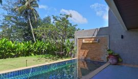 Общая площадь дома 170 м2, общая площадь участка 300 м2, 2 спальни, 3 санузла, 2 этажа+открытая площадка на крыше, кухня-гостина