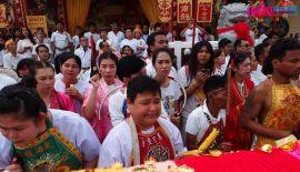 Фотоотчет: Пхукет поднимает золотые мачты Вегетарианского фестиваля