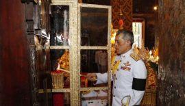 Его Величество король Таиланда Рама X совершил буддийскую церемонию в храме Боуорн Нивет Вихара честь начала трёхмесячного Великого буддийского поста в воскресенье 9 июля