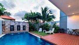 Предлагается в аренду таунхаус в современном стиле, с 3 спальнями, 3мя дешевыми, бассейном и зоной барбекю, в 2х км от пляжа На
